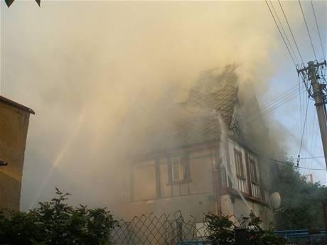 Požár rodinného domu v Dolní Radechové na Náchodsku